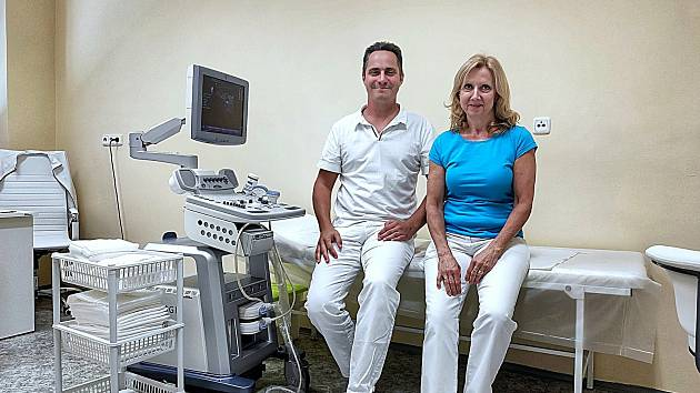 Lékař Václav Pavliňák se zdravotní sestrou se budou starat o pacienty v cévní ambulanci.