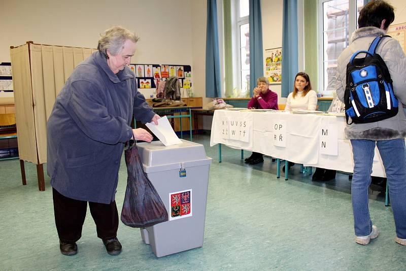 Z prezidentských voleb v roce 2018 na Nymbursku.
