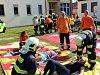 Hasiči vynášeli raněné z nemocnice. Naštěstí jen cvičně