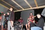 Jako open air se uskutečnilo setkání poděbradských muzikantů na jedné z loděnic.