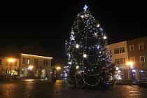 Loňský vánoční strom v Nymburce