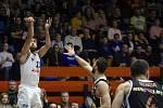 Basketbalové utkání Kooperativa NBL mezi celky USK Praha a ČEZ Basketball Nymburk 2.února v Praze. Michal Mareš při střelbě.
