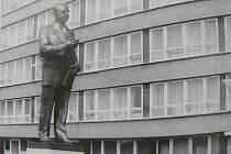 Sochu Klementa Gottwalda v Nymburce odhalili v roce 1985. Na místě vydržela čtyři roky, v roce 1990 byla odstraněna.