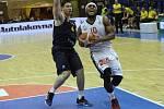 Z basketbalového utkání semifinálové série Nymburk - Opava. 5. zápas