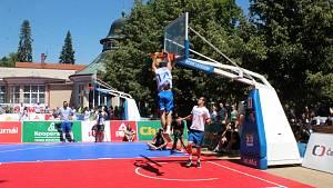 V Poděbradech se hrál basket na kolonádě