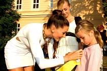 Tereza Kerndlová dorazila na zahájení školního roku do Sadské
