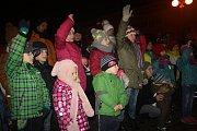Akce Česko zpívá koledy 2016 na náměstí Přemyslovců v Nymburce.