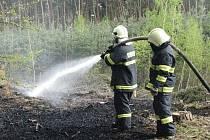 Hasiči z Nymburska zasahovali u požáru lesa v Pístech.