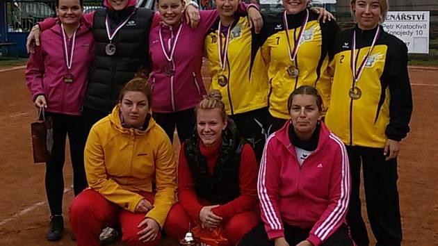 ČELÁKOVICKÉ NOHEJBALISTKY skončily na dalším turnaji nohejbalového svazu na druhém místě, rezerva byla čtvrtá