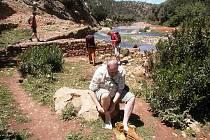 Cesta k pramenům řeky Ouzoud a její brodění.