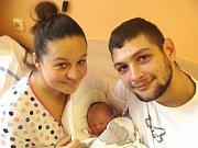 ANIČKA Kučerová se narodila v pondělí 4. prosince 2017 v 19 hodin s mírami 49 cm a 3 400 g. Rodiče Milan Kučera a Irena Očenášková si prvorozenou odvezli do Nymburka a pak do Harachova.