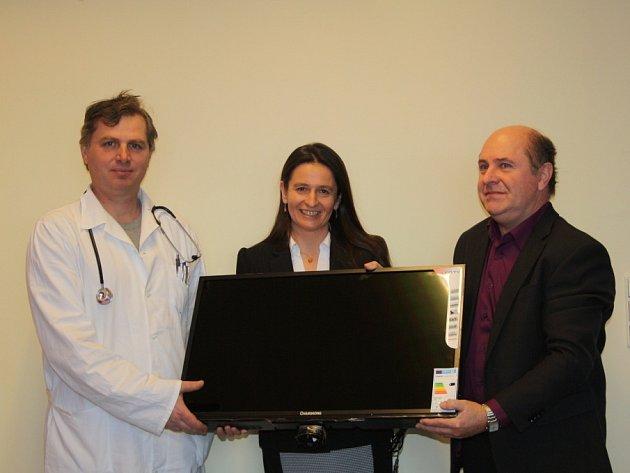 Nymburský pivovar předal nemocnici darem 5 televizorů