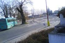 Autobusové nádraží v Poděbradech se i s budovou za ním možná změní.