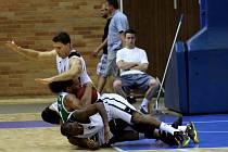 Z přípravného basketbalového utkání Nymburk - Zielena Gora (66:62)