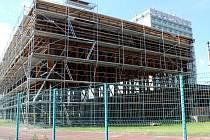 Z dostavby sportovní haly Bios u nymburského Středního odborného učiliště.