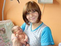 SABINKA JE PRVNÍ. SABINA BLŰMLOVÁ přišla na svět 19. června 2016 v 11.41 hodin. První miminko Nikoly a Honzy z Milovic vážilo 3 550 g a měřilo 49 cm. Rodiče se nenechali překvapit a dopředu věděli, že jim do rodiny přibude holčička.