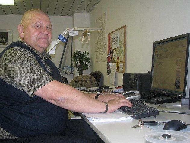 Miloš Petera v redakci Nymburského deníku