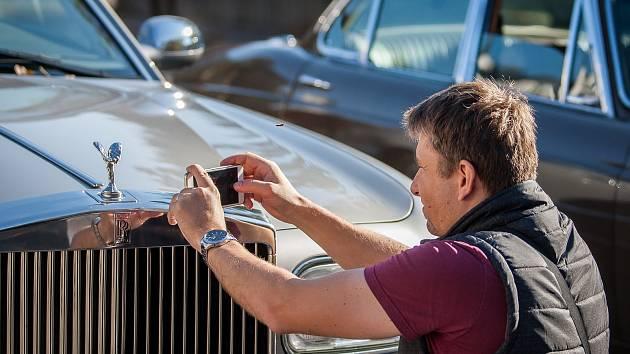 Výstava automobilů. Ilustrační foto.