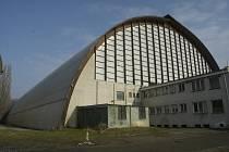 Zimní stadion připomíná v Poděbradech zakletý zámek
