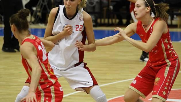 Z utkání Ženské basketbalové ligy Nymburk - Slavia Praha (71:61)