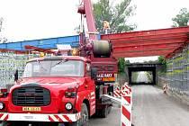 Stavba obchvatu Nymburka na všech frontách pokročila kupředu. Komunikace, která odlehčí Nymburku od dopravy, by měla být otevřena příští rok.