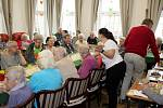 Z oslav masopustu v domově seniorů Luxor.