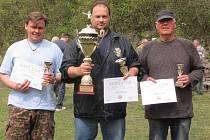 Nejlepší střelci z Křince. Uprostřed vítězný Pulda, vlevo druhý Svoboda, třetí byl Hatl