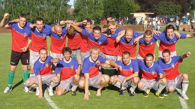 Z utkání fotbalového okresního přeboru Městec Králové - Krchleby (7:1)