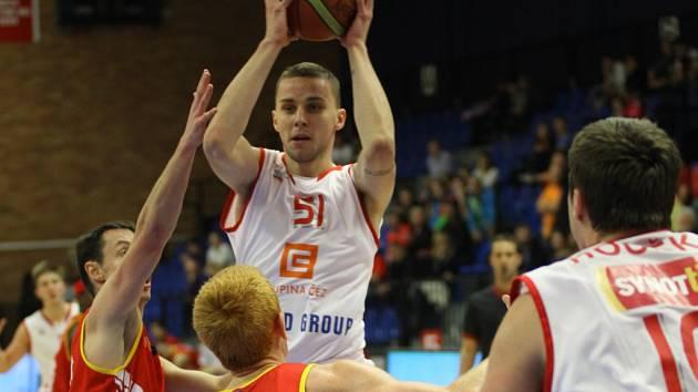 Z basketbalového utkání nejvyšší soutěže Nymburk - Pardubice (86:85)