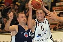 Z utkání Mattoni NBL Děčín - Poděbrady (77:65).