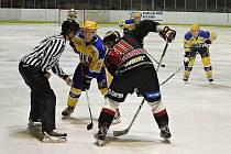 Nymburk (ve žlutém) porazil těsně před Vánoci po boji Techniku Brno