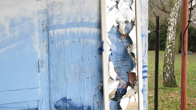 Jezero zplanýrovali vandalové