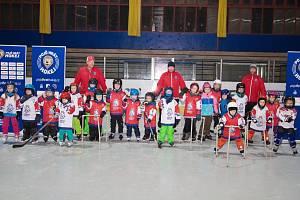 Povedlo se. Akce Týden hokeje přilákala na nymburský zimní stadion třiadvacet dětí.