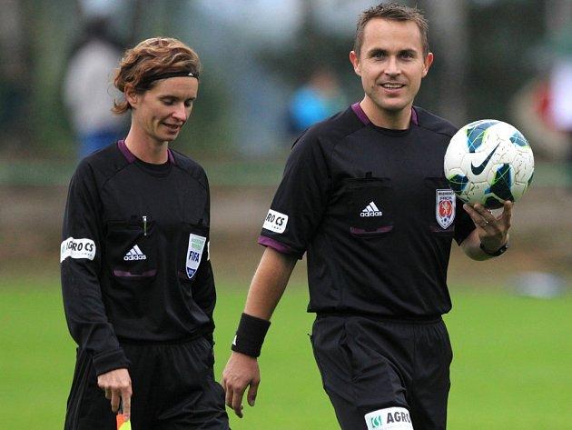 PŘILEPŠÍ SI. Fotbaloví rozhodčí dostanou od nové sezony přidáno