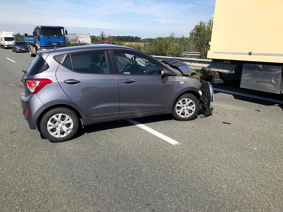 Nehoda na dálnici D11.