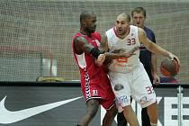 Z basketbalového střetnutí nejvyšší soutěže Nymburk - Brno (83:45)