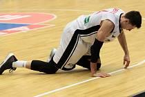 Basketbalisté Nymburka v Lize mistrů skončí. Doma prohráli o jedenáct bodů, takže jim chyběl na postup jediný koš.