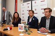 Na snímku zleva zastupitel Milan Schweigstill (Nezávislí Středočeši), hejtmanka Jermanová, její statutární náměstek Vít Rakušan (STAN) a náměstek hejtmanky Martin Kupka (ODS)