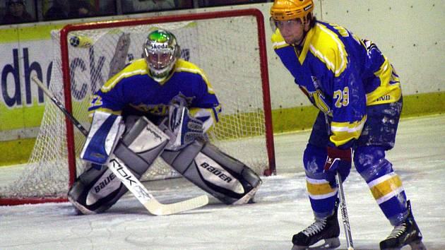 MUSÍ VYHRÁT. Jestli si chtějí hokejisté Nymburka prodloužit sezonu, nezbývá jim nic jiného, než v dnešním zápase vyhrát na ledě Klášterce. To se jim podařilo už v prvním utkání série