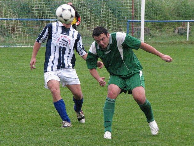 Fotbalisté Krchleb (hrají ve světlejším) vyhráli i třetí zápas letošní sezony a s plným bodovým ziskem šlapou na paty favoritovi z  Milovic. Pro Běrunice to byla první porážka v soutěži