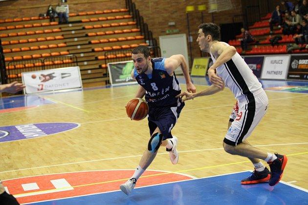 Z basketbalového utkání Kooperativa NBL Nymburk - Kolín (90:57)