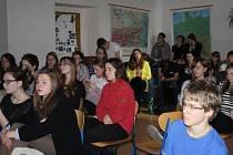 Projekt Příběhy bezpráví dorazil na nymburské gymnázium.