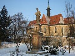 Poznáte z dnešních detailů vesničku na Nymbursku?
