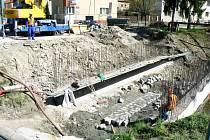 Stavba mostku přes Lidušku pokročila