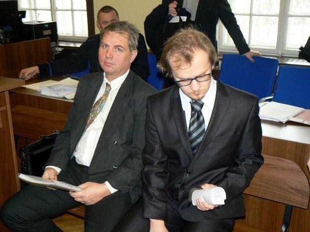 Vlevo obžalovaný primář nymburské interny, vpravo lékař, který měl pochybit neléčením diabetu.