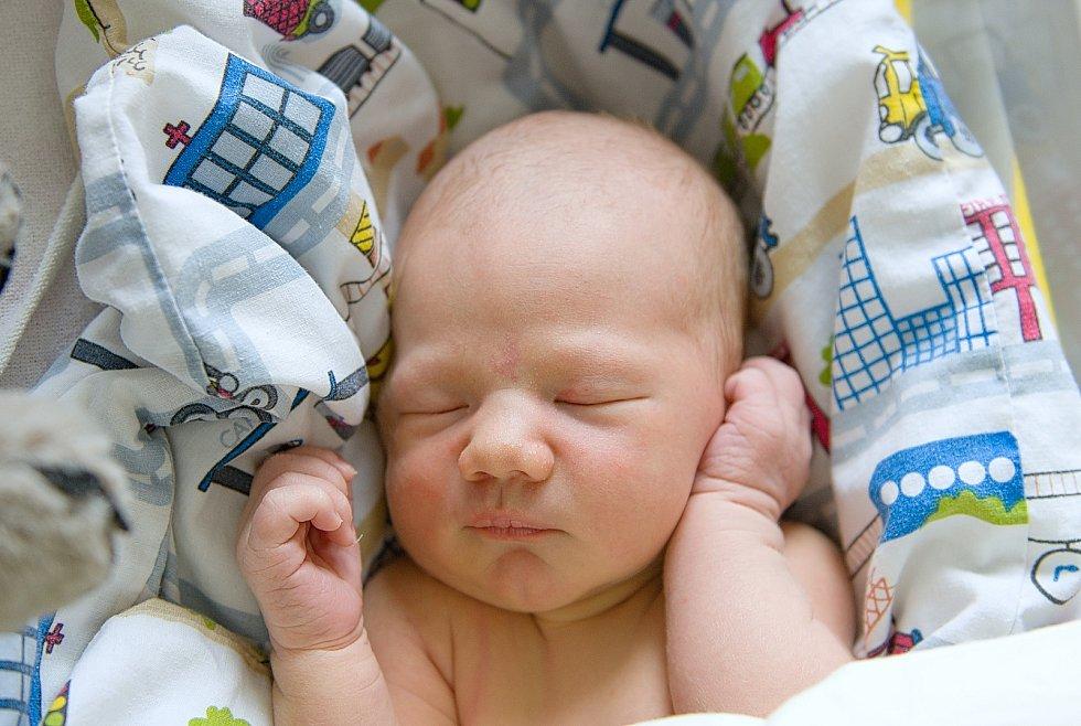 Tomáš Kužela se narodil v nymburské porodnici 3. dubna 2021 v 16.50 hodin s váhou 4330 g a mírou 55 cm. S maminkou Radkou, tatínkem Tomášem a bráškou Štěpánem (1,5 roku) bude chlapeček bydlet v Jilemnici.