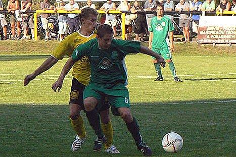 Semice (v zeleném) v minulém kole vyhrály v derby v Litoli. Podaří se jim porazit i celek Rožďalovic?