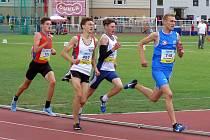 MEDAILISTA. Nymburský atlet Ondřej Hodboď (druhý zleva) vybojoval na republikovém šampionátu zlato a bronz