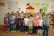 Žáci třídy 1. B ZŠ Komenského Lysá nad Labem s třídní učitelkou Evou Poláškovou.