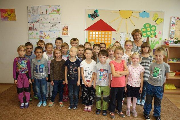 Žáci třídy 1.B ZŠ Komenského Lysá nad Labem střídní učitelkou Evou Poláškovou.